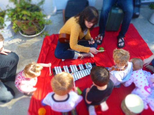 Polly (of Andrew & Polly) plays the Glockenspiel (not a xylophone!) with the kids during T's friend's birthday party.