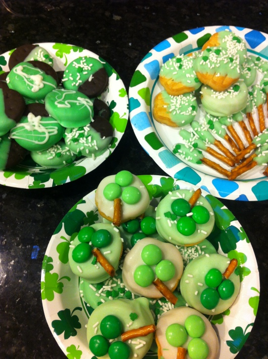 Plates full of Irish cheer just in time for St. Patrick's Day. Have a blessed and sweet weekend, RMT'ers!