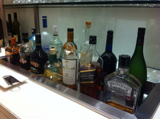 A nicely stocked bar for all 21+ at the oneworld First Lounge at LAX.