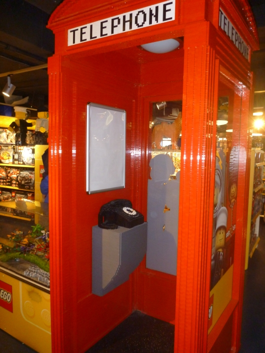 Need to make a LEGO phone call? Try this London phone booth out at Hamleys! For display purposes only, RMT'ers.