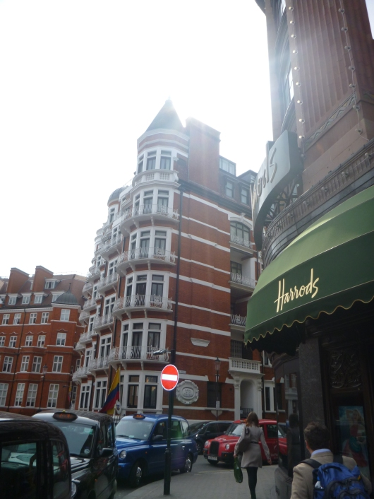 Welcome to the London neighborhood of Knightsbridge,home of Harrods!