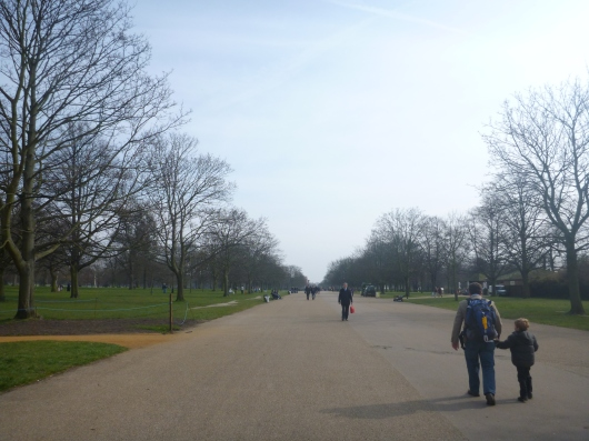 C and T heading on into Kensington Gardens on their way to the Diana Princess of Wales' Memorial Playground.