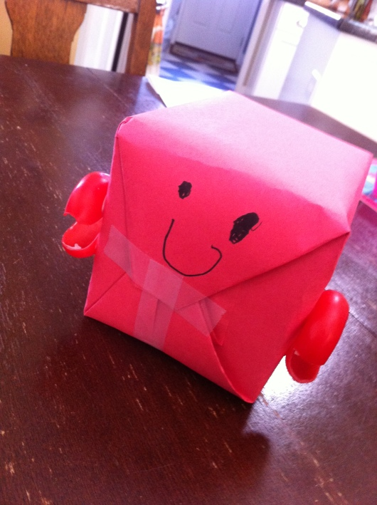One day T woke up and told me he had to make a red crab with the wax from his Babybel cheeses. OK, T, we can do that! Red wrapping on the box: Me. The rest: T.