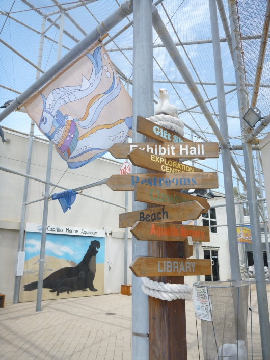 Welcome to the Cabrillo Marine Aquarium in San Pedro (CA)! Which way do you want to go?